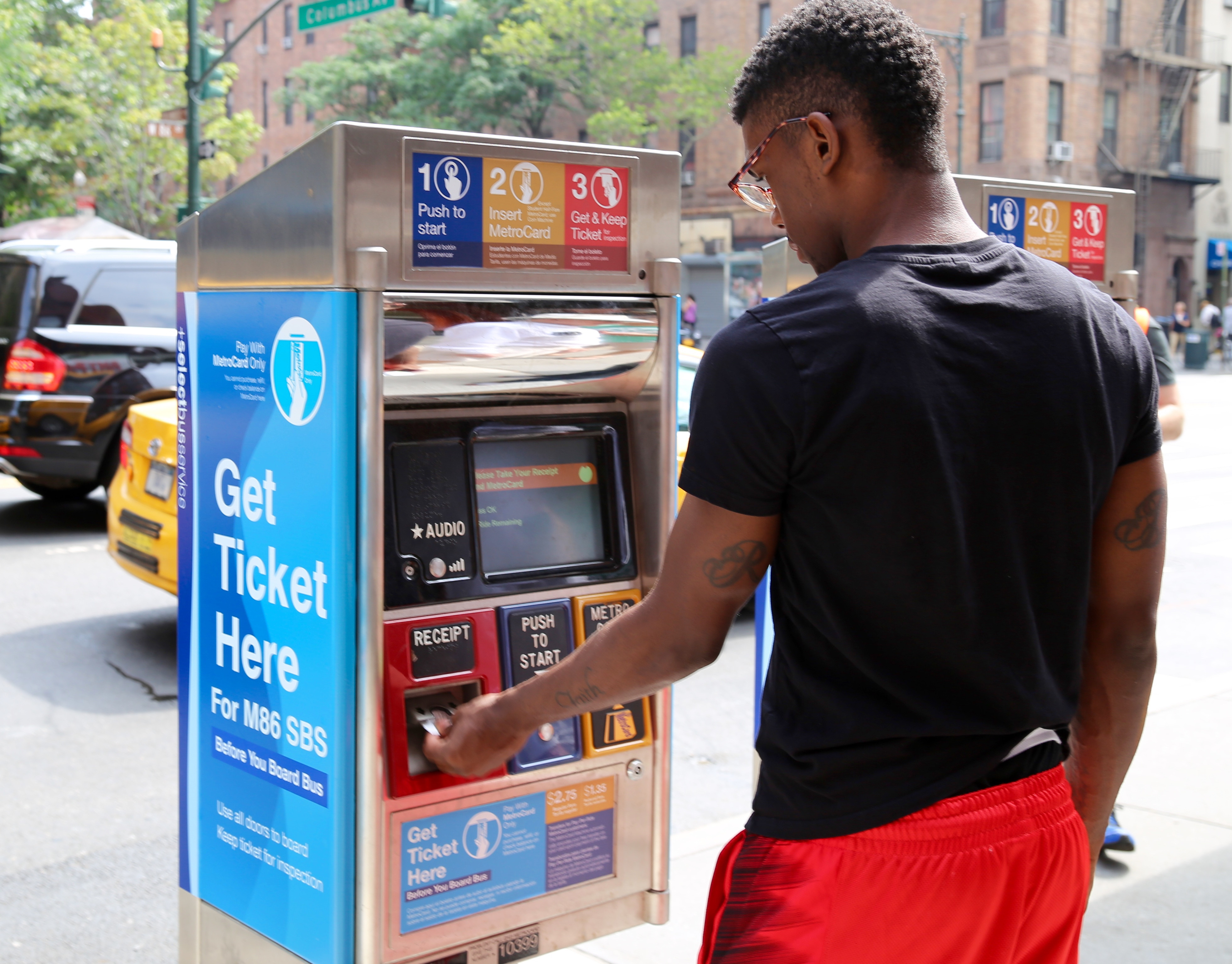 Select Bus Service off-board PoP ticket vending machine, New York (credit: NYC DOT)