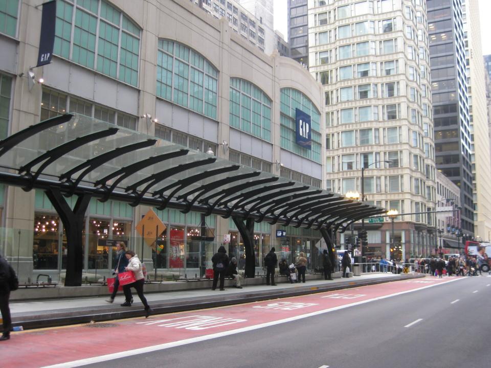 LoopLink station on Washington St, Chicago (credit: Sam Israel)