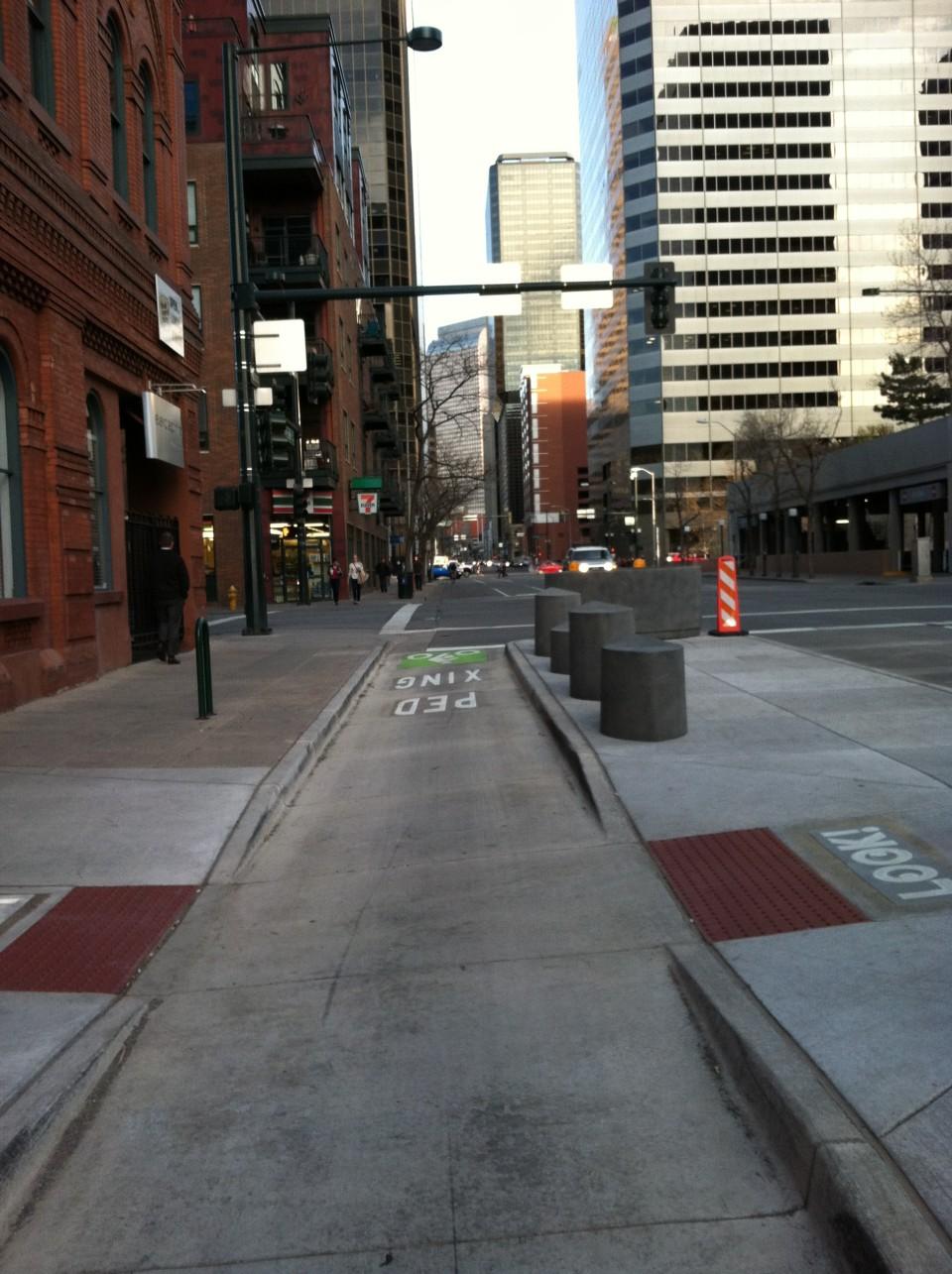 Bike Lane Chicago >> Side Boarding Island Stop - National Association of City Transportation Officials