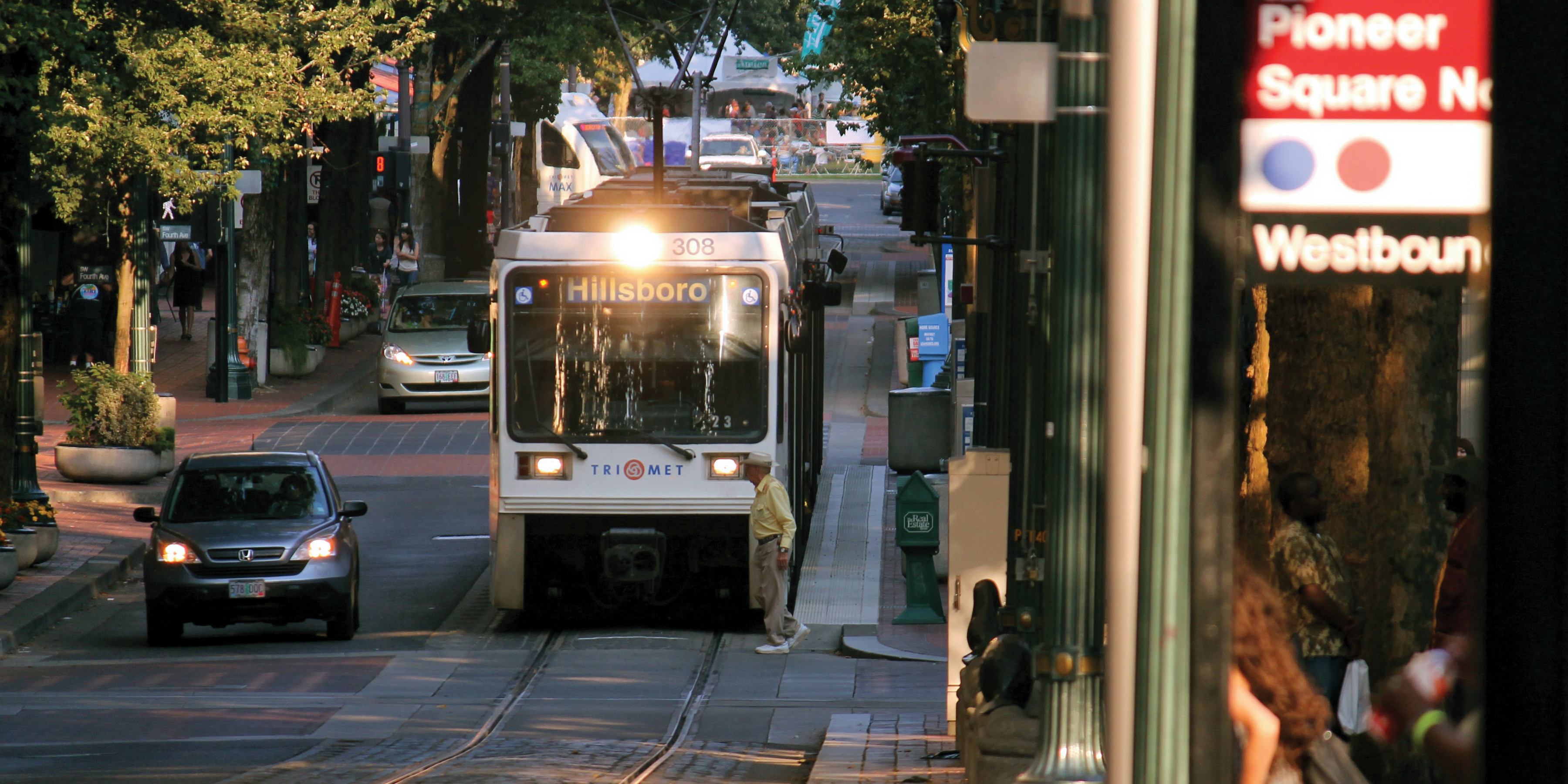 Portland_streetcar lane