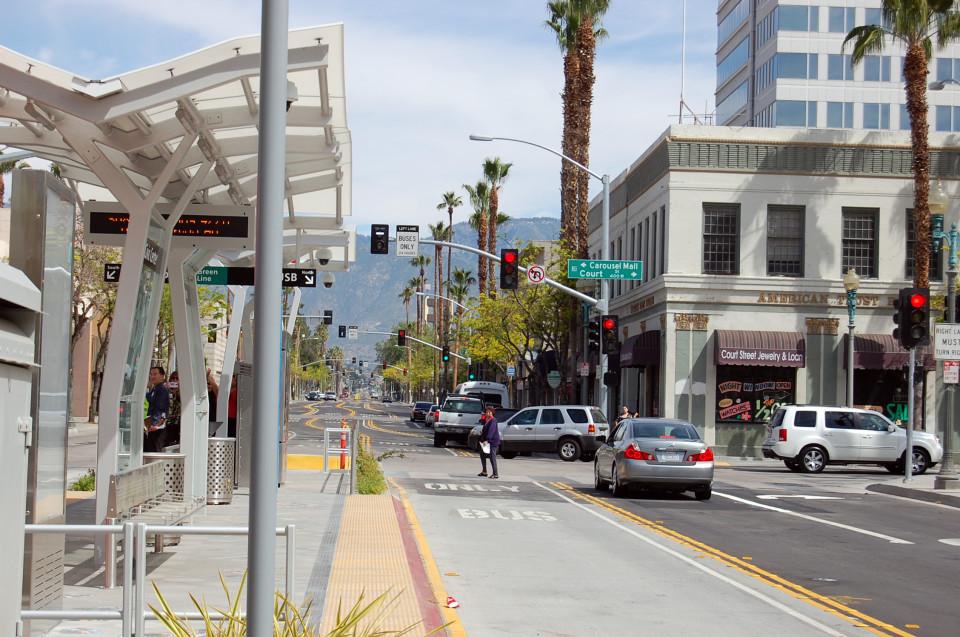 Kassel-style transit curb, San Bernardino (credit: OmniTrans)