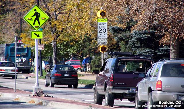 Active Warning Beacon - Boulder, COPhoto: www.pedbikeimages.org - Dan Burden