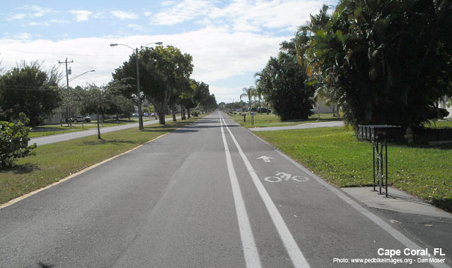 Buffered Bike Lane - Cape Coral, FLPhoto: www.pedbikeimages.org - Dan Moser