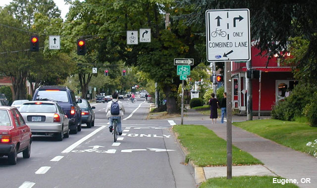 Combined Bike Lane / Turn Lane - Eugene, OR