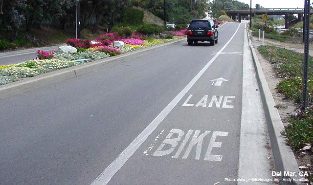 Bike Lane - Del Mar, CA Photo: www.pedbikeimages.org - Andy Hamilton
