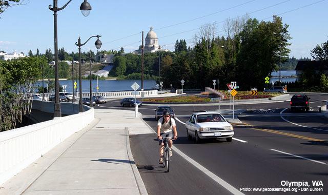 Bike Lane - Olympia, WAPhoto: www.pedbikeimages.org - Dan Burden