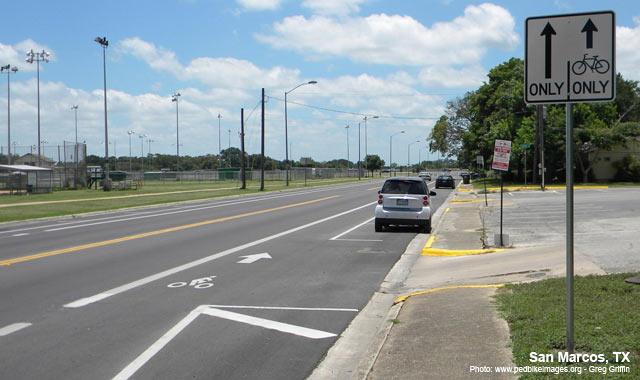 Bike Lane - San Marcos, TXPhoto: www.pedbikeimages.org - Greg Griffin