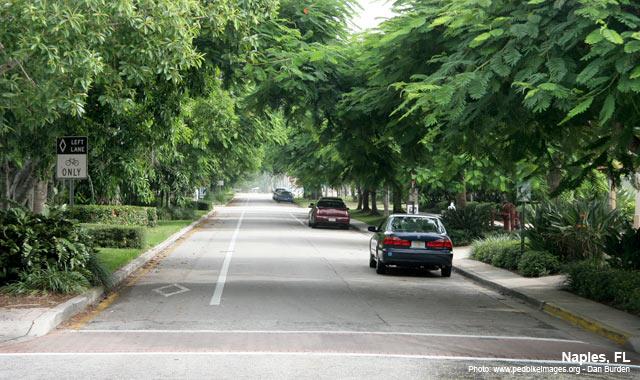 Left-Side Bike Lane - Naples, FLPhoto: www.pedbikeimages.org - Dan Burden