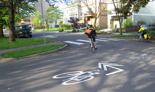 Shared Lane Marking Turn Arrow – Portland, ORA modified shared lane marking clearly shows how to follow a bicycle boulevard route.