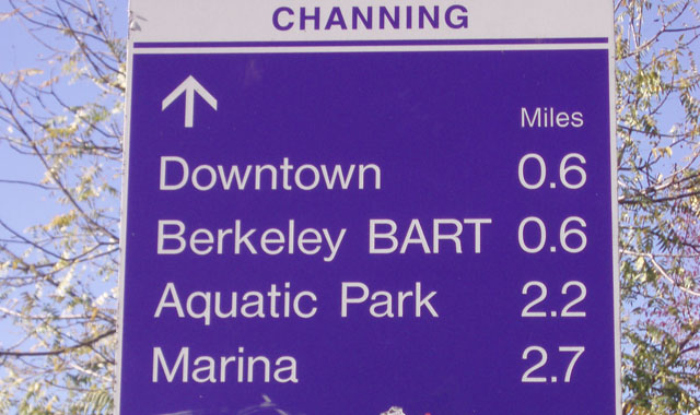 Wayfinding Sign - Berkeley, CAThis decision sign provides important information to users about nearby destinations.