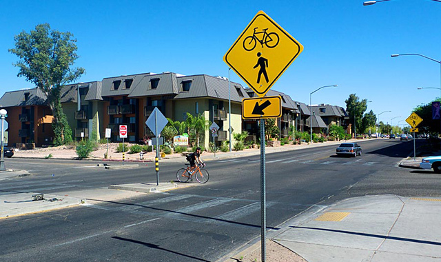 Crossing Sign - Tucson, AZBicycle crossing signs draw attention to intersections with bicycle boulevards.Photo: Michael McKisson, Tusconvelo.com