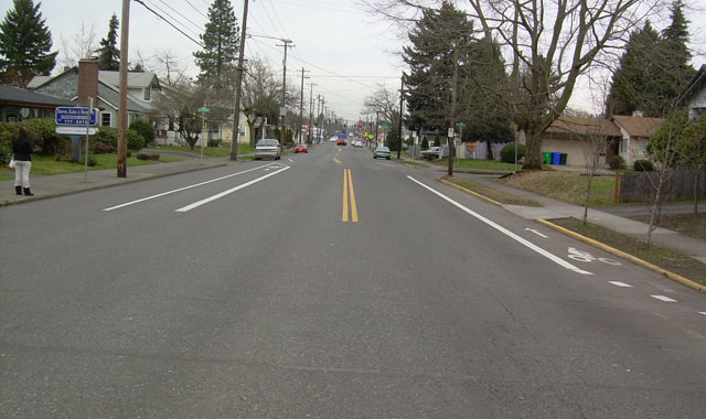 Bike Lane Connection - Portland, ORThis set of short bicycle lanes on the Gladstone/Center Street Bicycle Boulevard connects a left-jog across a street with no bicycle facilities.