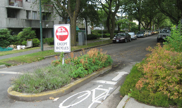 Partial Diverter With Edge Island - Vancouver, BCThis edge island prevents access by motor vehilces, but provides a dedicated, protected space for bicyclists.